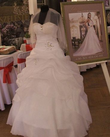 b8520df91f Zalaegerszeg Menyecske ruha kölcsönzés: Tóth Ferencné Glória Esküvői ...