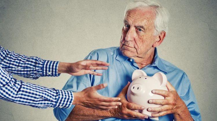 Figyelem! Csalók keresik fel a bérlakásokban élő idős embereket