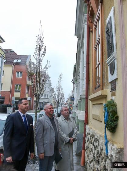 Gábor Miklósra emlékeztek szülőházánál az Ady utcában