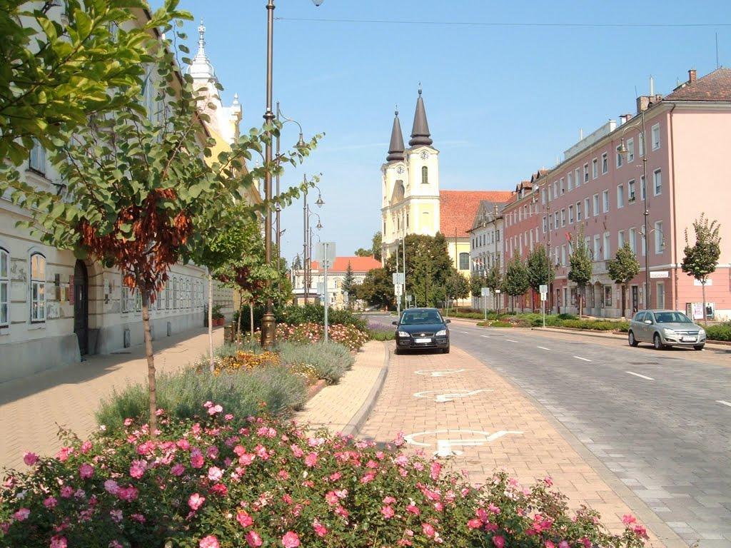 Keddtől ismét a gépjárműveké a Kossuth utca